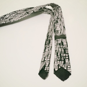 Skinny tie - back